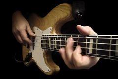 E-Bassspieler